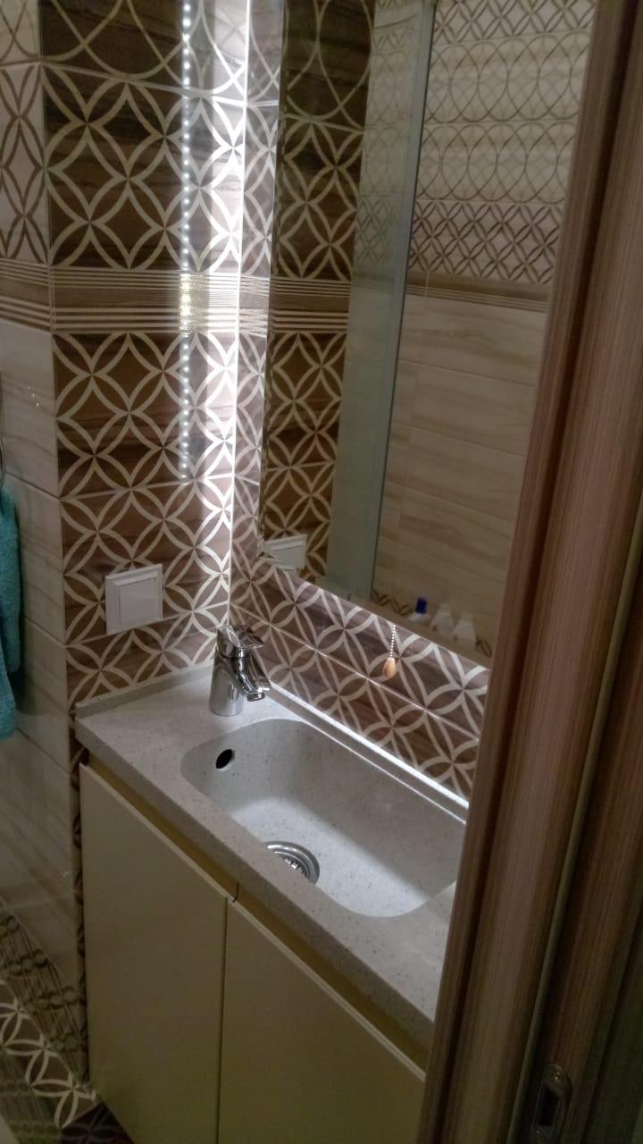 #Нестандартное решение для ванны, при  глубине столешницы 25 см.